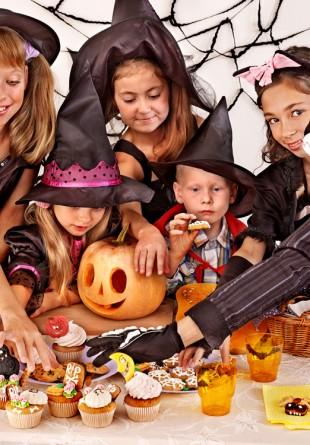 Halloween cu surprize pentru prichindei costumați