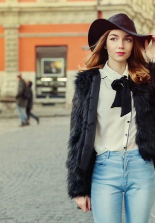 CĂMAȘA ALBĂ: 3 feluri în care o poți purta