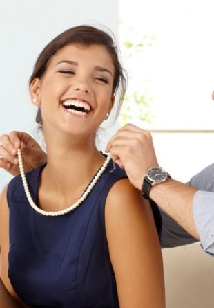 4 motive pentru care să îi cumperi bijuterii